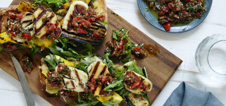 bruchetta-salade-met-gele-courgette